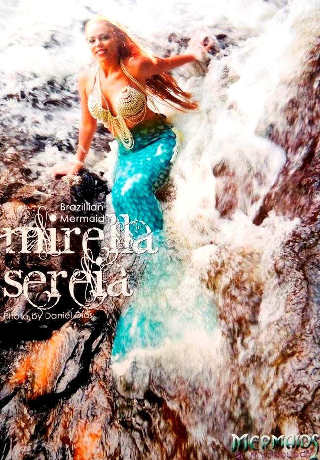 Mirella Ferraz na revista gringa Mermaids & Mithology