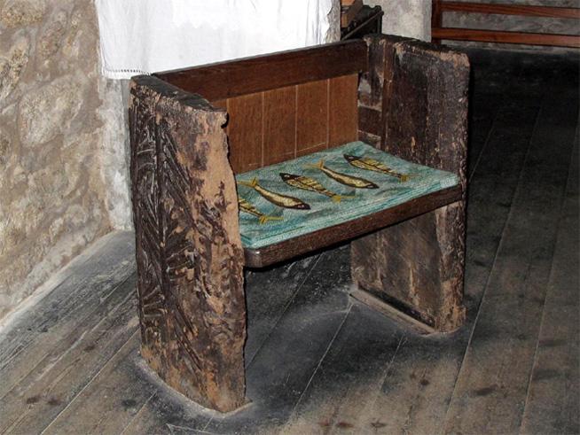 Cadeira da Santa Senara em Cornwall – Pela foto e descrição, não é nada parecida com a do livro de Sue Monk Kidd.