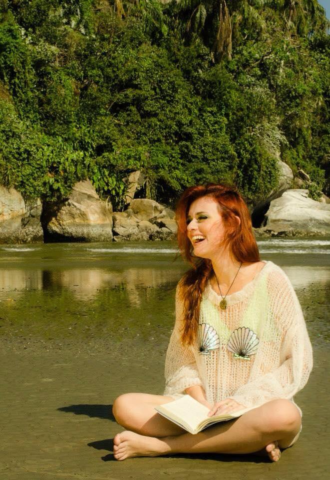 """Lendo """"Sereias - O Segredo das Águas"""", da Mirella Ferraz <3"""