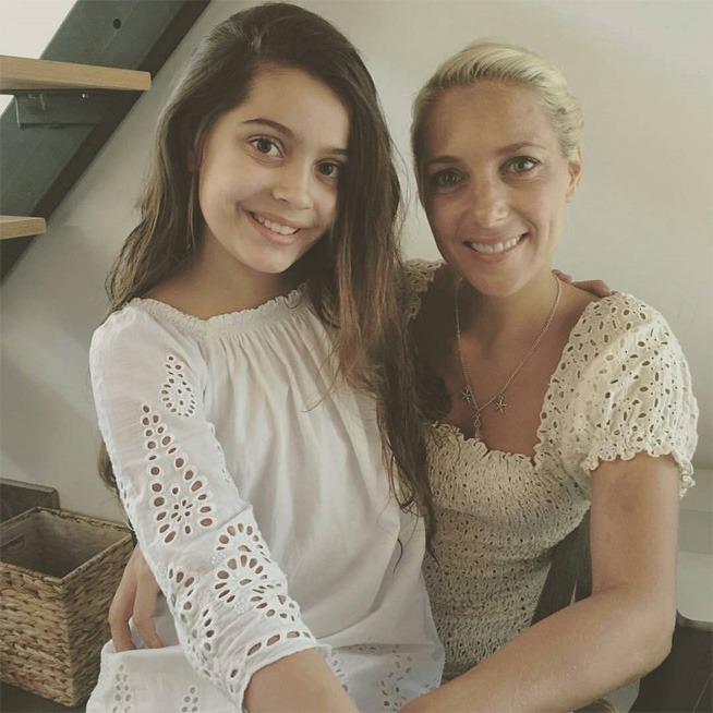 Hannah e Emmy nos bastidores