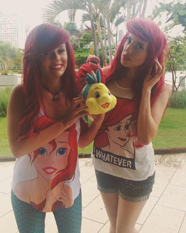 Camila Gomes e Babi Sparrow - Serenidade no olhar de quem fica 3 horas para arrumar uma franja